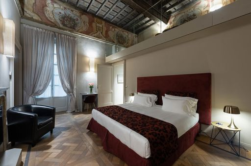 Madama-Suite---Palazzo-Del-Carretto-Art-Guesthouse-(1)