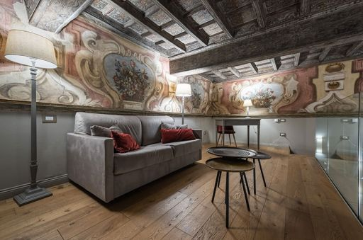 Madama-Suite---Palazzo-Del-Carretto-Art-Guesthouse-(2)
