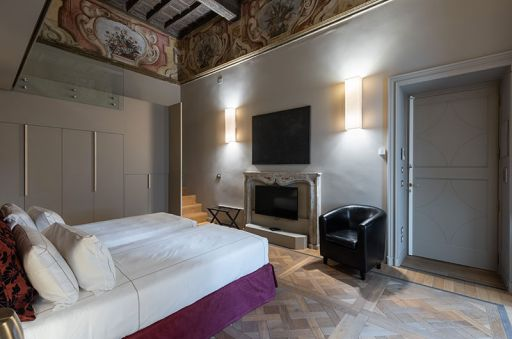 Madama-Suite---Palazzo-Del-Carretto-Art-Guesthouse-(7)